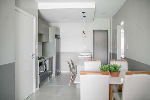 A bathroom at Apartamento Decorado e com Piscina
