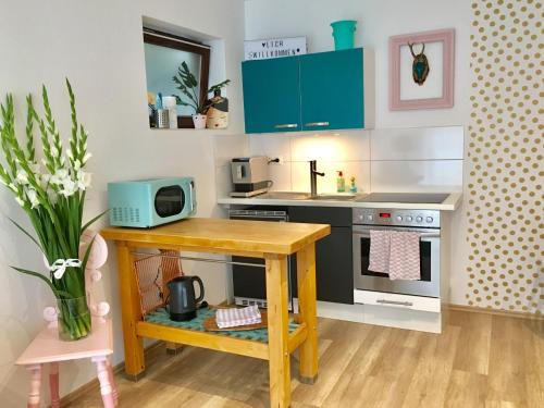 A kitchen or kitchenette at Cosy Home Speyer mit WLAN, Netflix