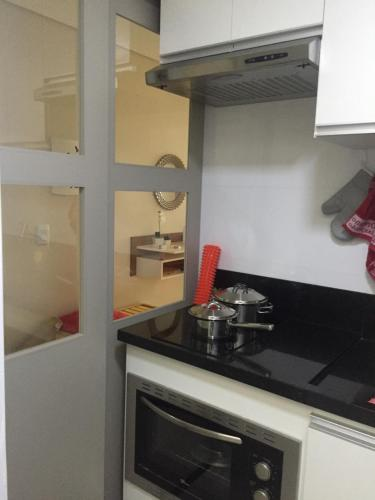 A kitchen or kitchenette at Charmoso e Confortável