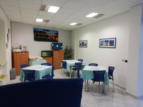 A restaurant or other place to eat at Hotel Residence Degra