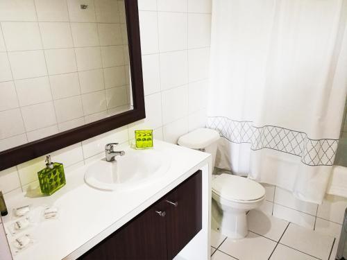 Un baño de Santiago Town Suites
