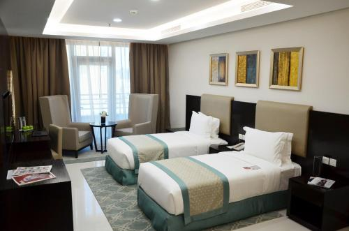 A bed or beds in a room at Ramada Hotel and Suites Amwaj Islands