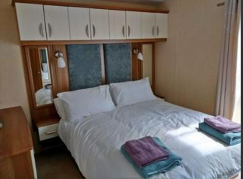 A bed or beds in a room at 22 Aimie Lodge