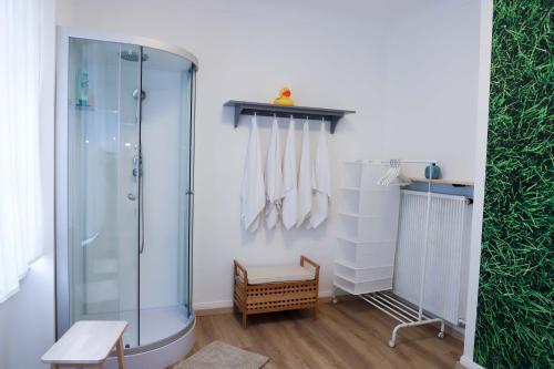 Ein Badezimmer in der Unterkunft The garden flat