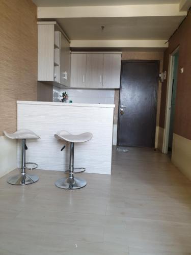 Dapur atau dapur kecil di The Suite Metro By Hotspot Everyday