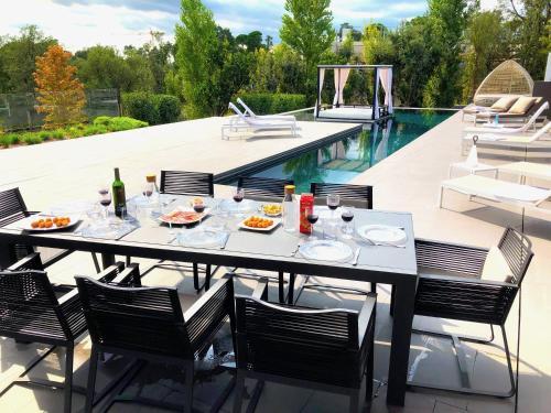 Un restaurant u otro lugar para comer en PGA Catalunya - Villa 5