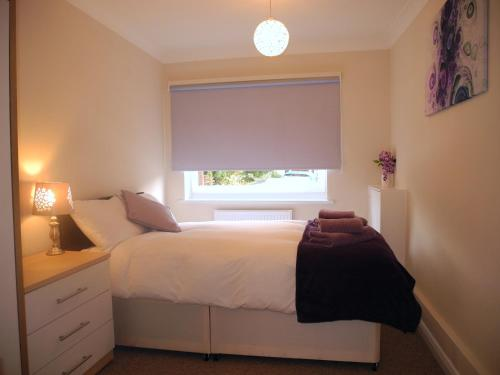 A bed or beds in a room at Jardine Apartment