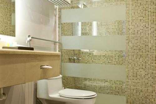 A bathroom at Shada Suites Al Zahra