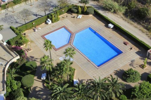 Uitzicht op het zwembad bij Apartamentos Vistamar of in de buurt