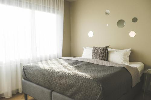 A bed or beds in a room at Saga Studios by ylma