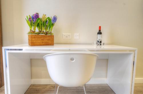 A bathroom at Onyx Apartments