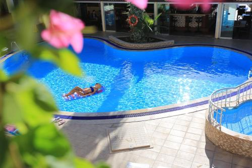 The swimming pool at or close to Club Amaris Apartment