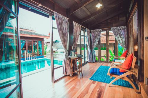 Bazén v ubytování Sasitara Thai Villas nebo v jeho okolí