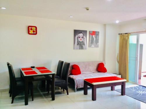 Гостиная зона в Wong Amat Privacy Condo