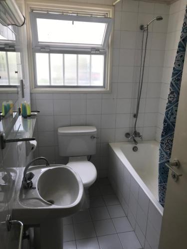 Ванная комната в Daphne Hotel Apartments