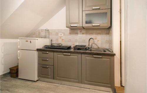 Küche/Küchenzeile in der Unterkunft Amazing apartment in Izola w/ 1 Bedrooms