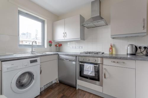 A kitchen or kitchenette at Apartment Pillfold Westminster