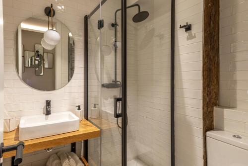 A bathroom at Espacioso apartamento moderno recién reformado by S@H!
