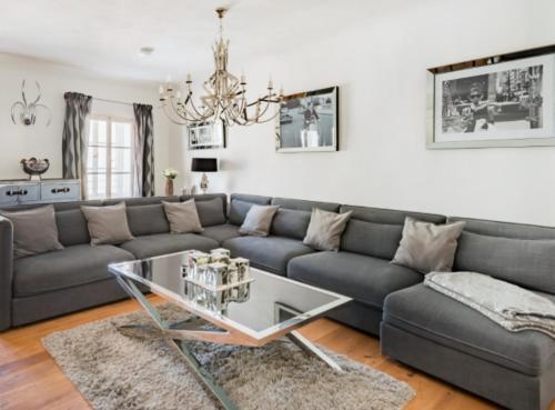 Ein Sitzbereich in der Unterkunft Luxurious 190m2 penthouse in main shopping street