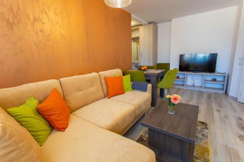 A seating area at Apartamente Primaverii 2