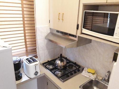 A cozinha ou cozinha compacta de Sasaki Apartments