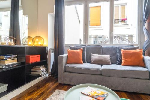 A seating area at Paris Center Tournelle Suite - 5 guests