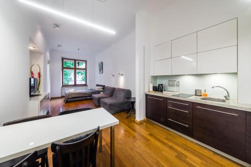 Virtuvė arba virtuvėlė apgyvendinimo įstaigoje Sewa Apt.