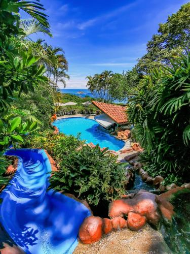 A view of the pool at Si Como No Resort & Wildlife Refuge or nearby