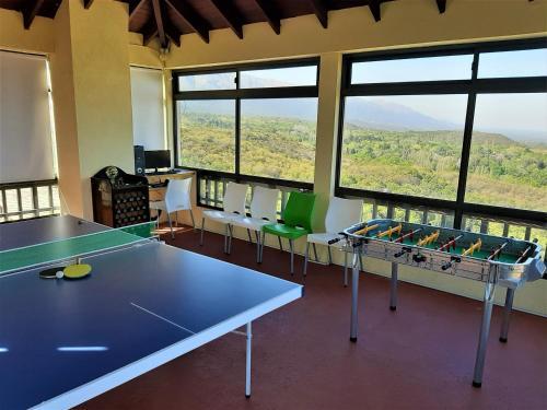Instalaciones para jugar al tenis de mesa en Terrazas de Merlo Apart Hotel o alrededores