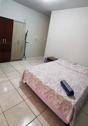 A bed or beds in a room at Apto Jk em Cachoeirinha