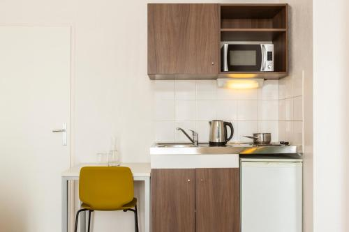 A kitchen or kitchenette at Aparthotel Adagio Access Carrières Sous Poissy