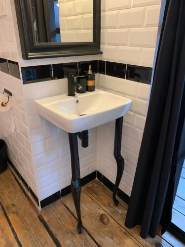 A bathroom at Apartamenty Jęczmienna 29