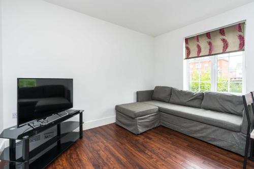 A seating area at Ultra-Contemporary Designed 2BD Apartment Ruislip