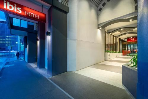 The lobby or reception area at ibis Melbourne Hotel and Apartments