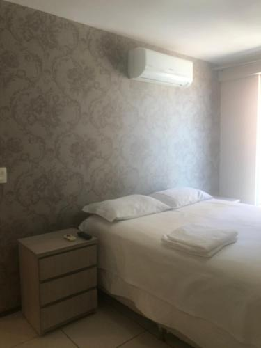 A bed or beds in a room at Ap Praia De Iracema Fortaleza