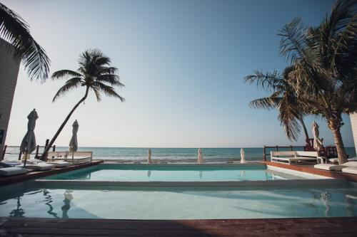 The swimming pool at or close to Mareazul Beach Front Resort Playa del Carmen