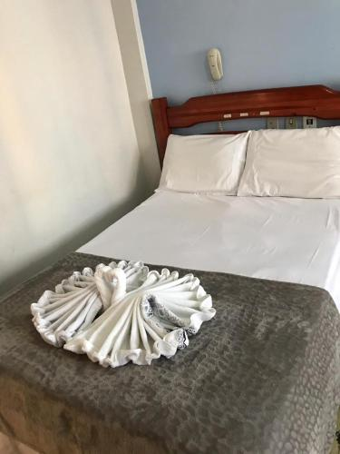 Cama ou camas em um quarto em San Remo Hotel