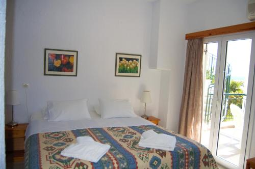 A bed or beds in a room at Odyssia Apartments