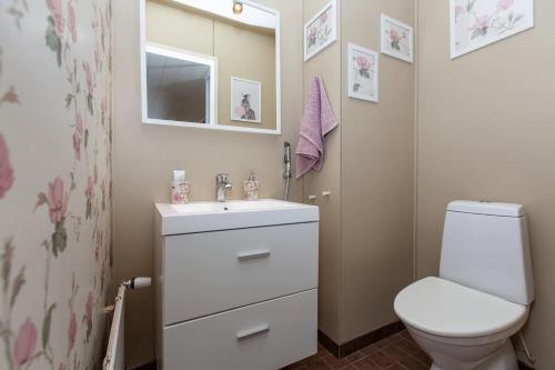 Kylpyhuone majoituspaikassa Calm townhouse