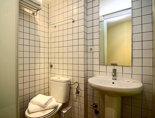 A bathroom at Classbedroom Born Apartments