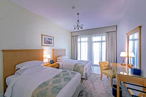 A bed or beds in a room at Roda Al Murooj Residences