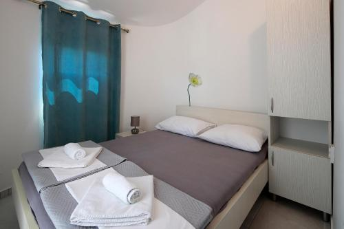 A bed or beds in a room at City Pool Apartments Novalja