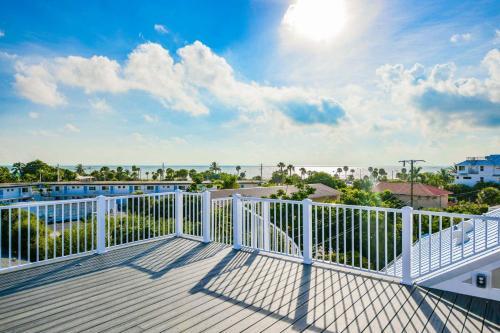 A balcony or terrace at Captain's Quarters - 436 Polk