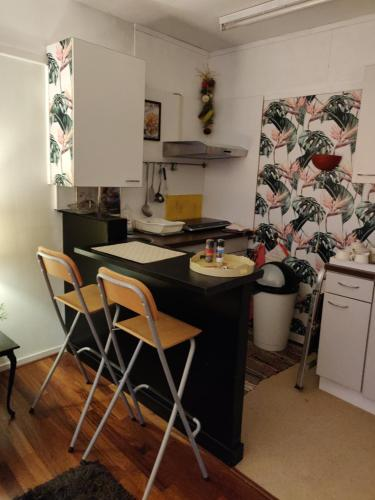 A kitchen or kitchenette at Gezellig appartement 1e etage
