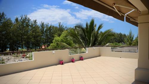 A balcony or terrace at Villa Oliveraie Apartments