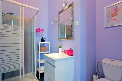 Un baño de Localtraveling ALFAMA River View - Family Apartments