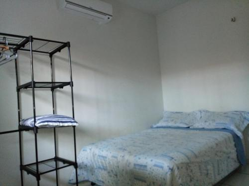 A bed or beds in a room at casa em condomínio