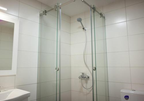 A bathroom at Olympic Apartments Wellness & Spa