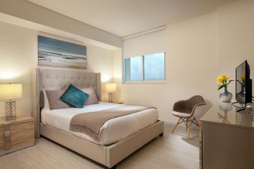A bed or beds in a room at Mare Azur Design District Luxury Apartments