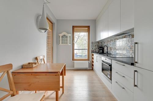 Kuchnia lub aneks kuchenny w obiekcie Gdansk Comfort Apartments Bursztynowa